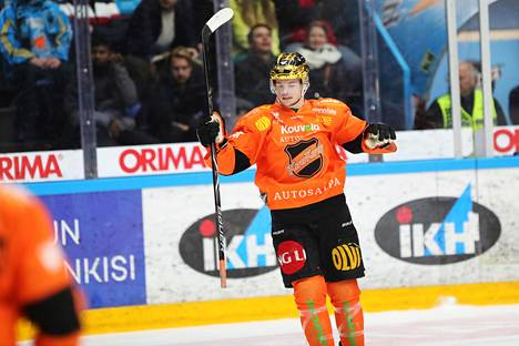 Maali- ja pistekuningas Malte Strömwall oli monessa mukana.