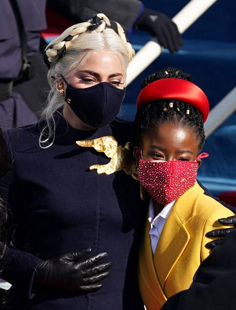 Amanda Gorman ja virkaanastujaisissa kansallishymnin laulanut Lady Gaga.