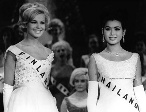 Virpi Miettinen oli Miss Universumin ensimmäinen perintöprinsessa 1965. Nuori nainen tottui luksuselämään mallitöitä tehden Euroopan suurimmissa muotitaloissa, kuten Chanelilla ja Balmainilla.