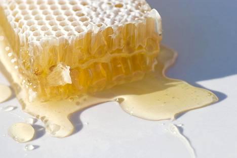 Hunajan on todettu helpottavan erityisesti yskän oireita.