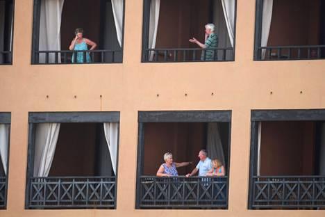 Karanteeniin asetettuja hotelliasiakkaita on kehotettu pysymään pääosin omissa huoneissaan.