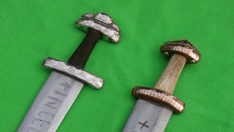 """Miekka oli rauta-aikana valtavan kallis tuote. Jos se oli oikeaa """"merkkiä"""" hinta nousi."""