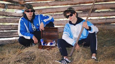 The Verkkars -yhtyeen muodostaa kaksi musiikkialalla työskentelevää suomalaismiestä.