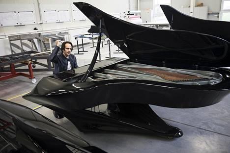 Unkari luovutti juhlavuoden kunniaksi innovatiivisen Boganyi-pianon Sibelius-Akatemialle.