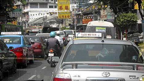 Pääkaupungista on tultu muun muassa Hua Hiniin tulvia pakoon,