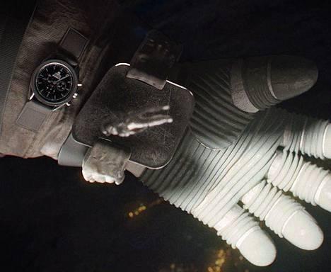 Gravity-astronauttielokuvassa katsotaan ei-niin-yllättävän usein aikaa juuri Omegan kellosta.