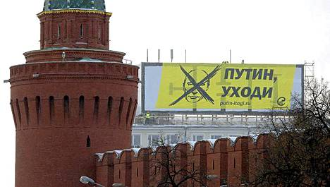Jättilakana oli viritetty aivan Kremliä (etualalla) vastapäätä.