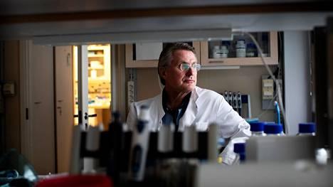 Virologian professori Kalle Saksela on yksi Rokote Laboratoriesin perustajista.