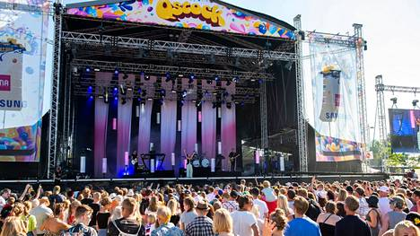 Qstockiin odotetaan yhteensä 20000:ta kävijää molempina päivinä. Määrä on sama kuin vuonna 2019, jolloin festivaali järjestettiin edellisen kerran. Arkistokuva vuoden 2018 Qstockista.