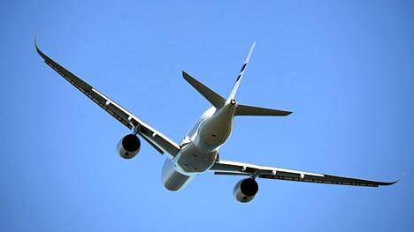 Hallituksen esitys: Lentoyhtiöiden luovutettava kaikkien matkustajien tiedot viranomaisille
