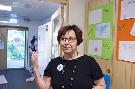 Sari Ikonen-Polamo on tällä hetkellä virkavapaalla Vaaralanpuiston päiväkodin johtajan paikalta, mutta saapui esittelemään päiväkotia, koska tuore johtaja Nina Hirvonen aloitti työnsä Vaaralanpuistossa vasta elokuun alussa.