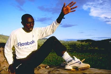 Moses Kiptanui kuvattuna kotonaan Keniassa toukokuussa 1993.