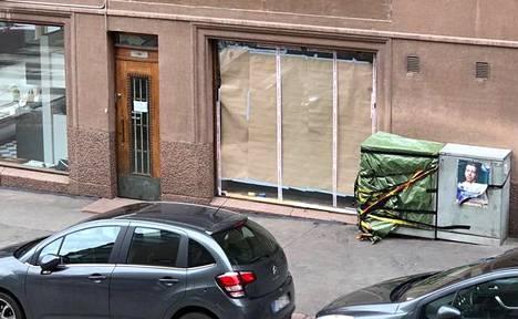 Tältä liikkeen ikkuna näytti keskiviikkona iltapäivällä.