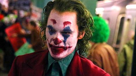 Joaquin Phoenix voitti parhaan miespääosan Oscarin Joker-elokuvasta.