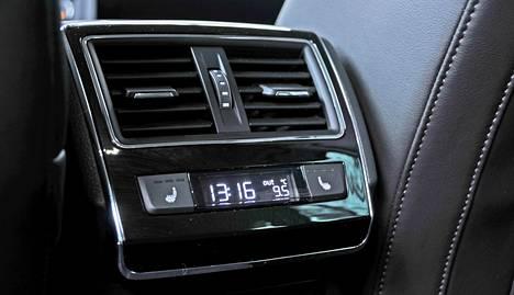 Skoda Superb Combi 1.4 TSI ACT Style DSG: Ilmastointi takaistumella.