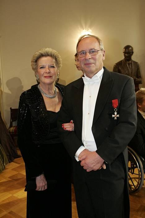 Kari Toivonen sai kutsun Linnan juhliin samana vuonna, kun hän jäi eläkkeelle. Avecina vaimo Marjo.