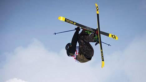 Andri Ragettli valmistautuu parhaillaan Pyeongchangin talviolympialaisiin. Kuva slopestylen maailmancupista vuodelta 2015.