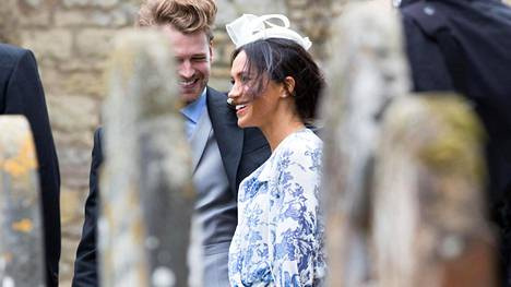 Meghan juhli prinssi Harryn serkun häitä Oscar de la Rentassa.