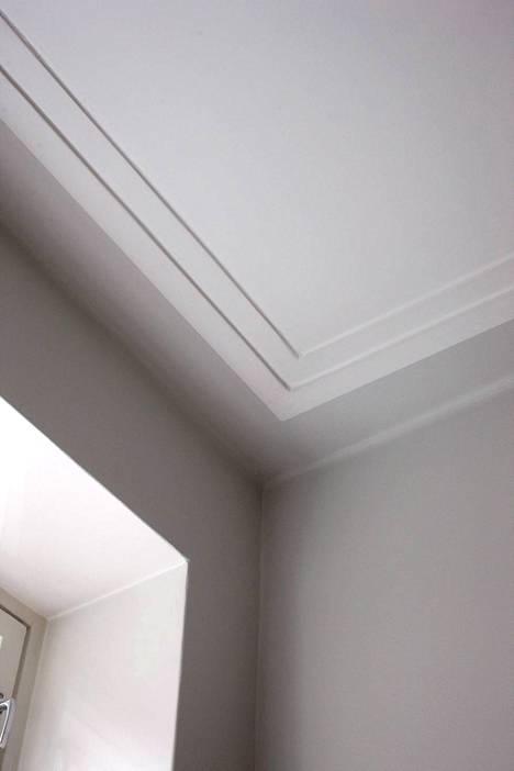 Kattoon jatkuva seinämaali luo vaikutelman korkeammasta tilasta.