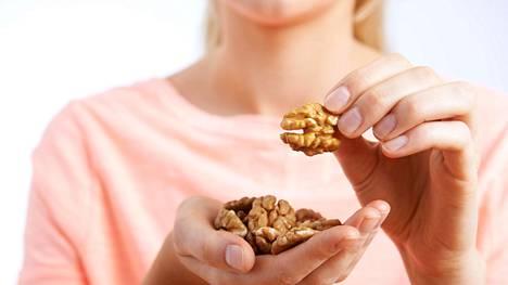 Lihan vähentäminen ja pähkinöiden lisääminen ruokavalioon voi auttaa välttymään sydänsairauksilta
