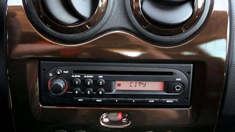 Suomessa pääasiallinen tapa kuunnella radiota on FM-radio. Näin on myös autoissa.