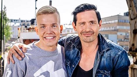 Elastisen eli Kimmo Laihon uuden ohjelman ensimmäinen jakso käsittelee veljeyttä. Elastisen mukaan Lauri Tähkä on toiminut hänelle usein isovelihahmona.