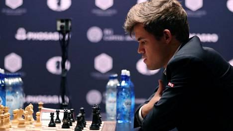 Magnus Carlsen voitti MM-ottelun syntymäpäivänsä kunniaksi.