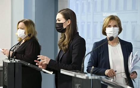 Peruspalveluministeri Krista Kiuru ja pääministeri Sanna Marin vastasivat Sputnik-rokotetta koskeviin kysymyksiin hallituksen tiedotustilaisuudessa valmiuslakien käyttöönotosta.