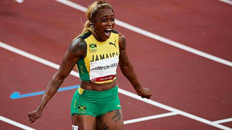 Elaine Thompson-Herah pinkoi olympiakultaa naisten 100 metrillä.