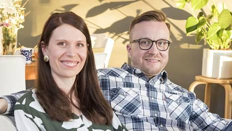 Sari ja Antti menivät naimisiin tv:ssä vuonna 2015. Nyt liitto näyttää tulleen tiensä päähän.