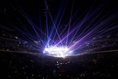 Purpose-kiertueella ei ole säästelty valoshow'sta, pyrotekniikasta tai näyttävistä videoelementeistä.
