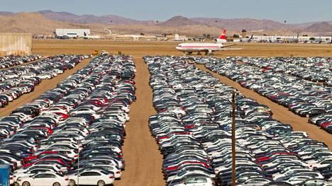 Volkswagen käytti huijausohjelmistoa, jonka ansiosta auton päästöt näyttivät testitilanteessa todellista ajoa pienemmältä. Yhdysvalloissa yhtiön takaisin ostamia autoja on säilytetty eri puolilla maata, muun muassa Mojaven autiomaassa.