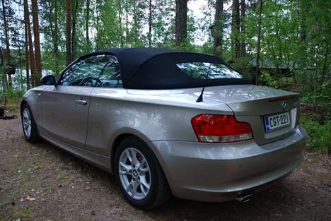 BMW:n katto sulketuu myös ajettaessa.