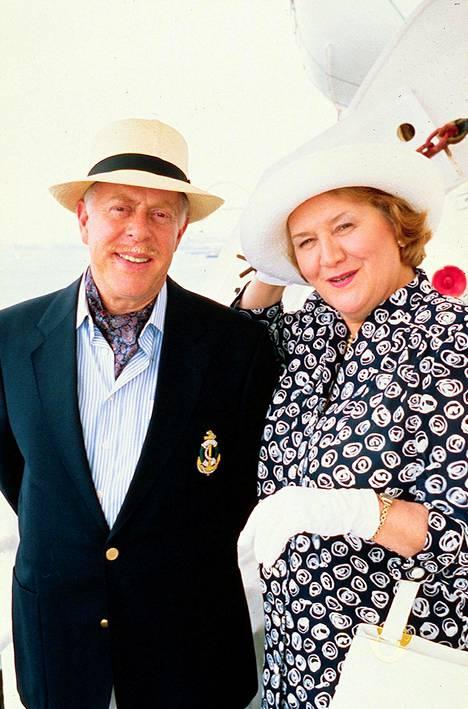 Patricia Routledge ja Clive Swift esittivät Pokka pitää -sarjassa Bucketin pariskuntaa.