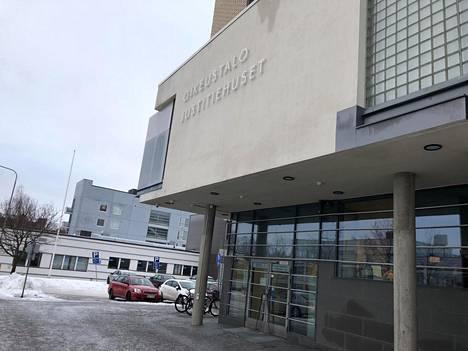 Asiaa käsitellään Pohjanmaan käräjäoikeudessa Vaasassa. Käsittelyyn on varattu vielä ensi viikon perjantai.