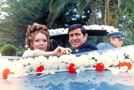 Hänen majesteettinsa salaisessa palveluksessa -elokuvassa nähdään Bondin harvinainen avioliitto.
