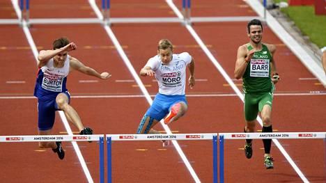 Oskari Mörö selvitti tiensä 400 metrin aitojen finaaliin taktisesti kypsällä juoksulla.