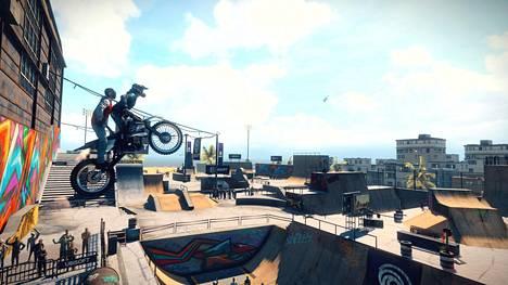 Yksi Trials Risingin uudistus on tandempeli, jossa kaksi pelaajaa tasapainottelee yhdessä yhdellä moottoripyörällä.