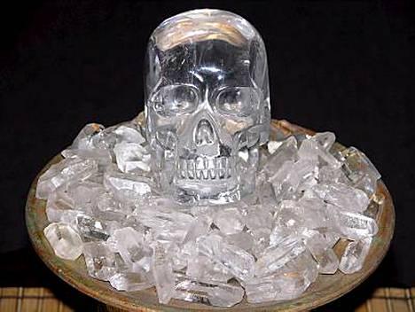 Kateissa. Solar Ray -niminen kristallikallo on kaupan työntekijän mukaan jopa 500 vuotta vanha.