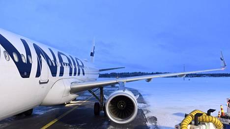 Finnairin Airbus A321 lentokone Kuusamon lentokentällä joulukuussa 2019.