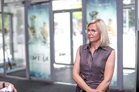 Finnkinon myyntijohtaja Hannele Wolf-Mannila kertoo, että erikoisjärjestelyjen suunnittelussa on käytetty apuna muun muassa omien työntekijöiden esittämiä kysymyksiä ja Norjasta saatuja kokemuksia.