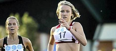 Ella Räsänen ei pysty kirmaamaan Ruotsin kimppuun viikonlopun maaottelussa.