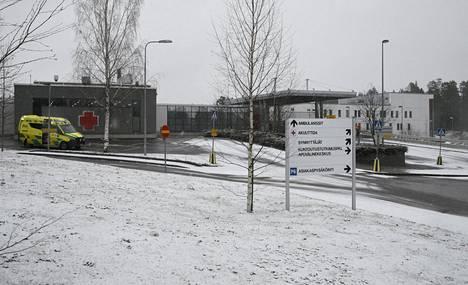 Ambulanssi Päijät-Hämeen keskussairaalan edustalla Lahdessa 20. marraskuuta 2020.