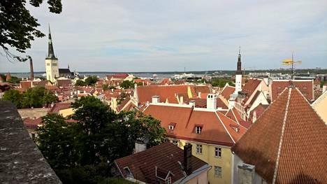 Kukaan Tallinnan lentokentällä ei tiedä, kauanko Jorma on asunut Virossa.