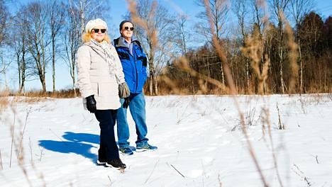 Tälle pellolle rakennetaan Merja ja Jyrki Kujalan perheen uudet siirtolapuutarhamökit.