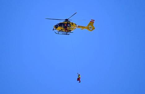 Kajsa Vickhoff Lie nostettiin helikopterin kyytiin ja kiidätettiin sairaalahoitoon.