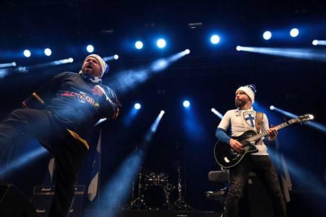 Töyssy Tervaniemi Duo eli Mikko Töyssy ja Jussi Tervaniemi esitti Huuhkajien päävalmentajasta Markku Kanervasta kertovan kappaleen.
