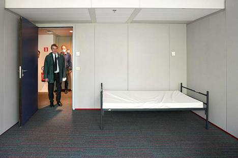 Euroopan parlamentin puhemies David Sassoli vieraili hätämajoitustilaksi muunnetussa toimistorakennuksessa keskiviikkona.