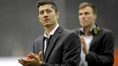 Robert Lewandowski (vas.) on nyt myös Manchester Cityn kiikarissa.