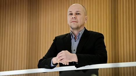Rokotetutkimuskeskuksen johtaja Mika Rämet sanoo, että jos haluaa elää yhteiskunnan avautuessa normaalielämää, rokottamattoman riski saada koronavirus on ilmeinen.